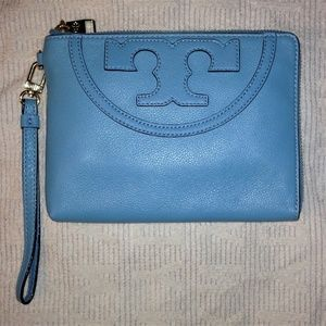NWT Tory Burch Large All T Wristlet / Wallet